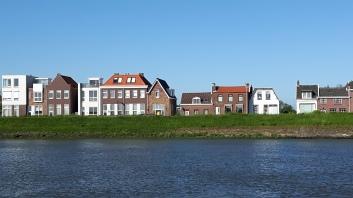 Na vertrek uit Tiel (13.30) over de Waal en Beneden Merwede, langs de drie Drechts - Zwijndrecht, Papendrecht, Dordrecht. Bij Dordrecht de Noord op.